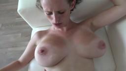 Les gros seins naturels d'une tchèque qui s'est présentée à un casting porno - Vidéo amateur hd
