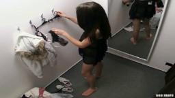 Une tchèque espionnée par une caméra dans une cabine d'essayage - Vidéo porno hd - #02