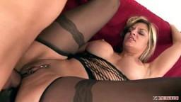 Double pénétration anale pour la torride milf tchèque Klarisa Leone - Vidéo porno - #01