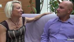 La mature française Charly Sparks se fait pénétrer le cul - Vidéo porno hd