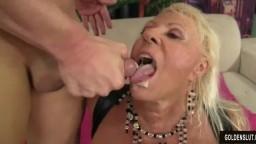 Un chauve baise la grand-mère à gros seins Mandi Mc Graw et lui éjacule dans la bouche - Vidéo porno hd