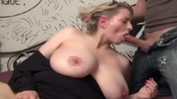 Elle veut du sexe cette blonde française à gros seins - Vidéo porno hd