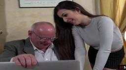La jeune star du porno turc Anya Krey baisée par un vieux - Vidéo porno - #01