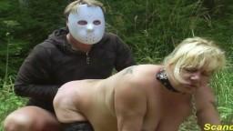 Cette femme mature finlandaise se fait fister dans la nature - Vidéo porno hd - #02