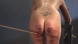 Les femmes d'une prison se font fouetter durement à coups de baguette - Vidéo porno - #02