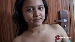 Une jeune philippine se caresse le corps filmée par son ex - Vidéo porno hd