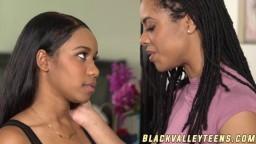 Face à face entre les jeunes lesbiennes black Jenna J Foxx et Kira Noir - Vidéo porno hd