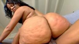 L'énorme cul en mouvement de la black Butter - Vidéo porno hd - #02