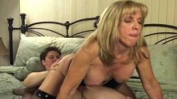 La mature canadienne Carol Cox suce et baise son jeune boytoy - Vidéo porno hd
