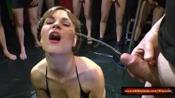 Un énorme gangbang et bukkake de pisse avec l'allemande Luisa - Vidéo porno hd