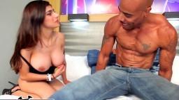 L'arabe Mia Khalifa s'empale sur une grosse bite noire - Vidéo porno hd - #10
