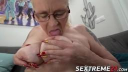La grand-mère Violett se fait niquer passionnément avant un creampie - Vidéo porno hd - #10