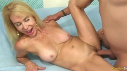 La grand-mère américaine Erica Lauren montre son habileté pour le sexe - Vidéo porno hd - #09