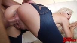 La jeune blonde Elsa Dream se fait craquer son jeans pour une pénétration - Vidéo porno hd