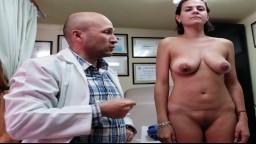 Une femme mexicaine filmée nue par son docteur pour une liposuccion - Vidéo porno hd