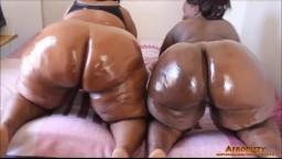 Deux grosses mamas africaines remuent leurs énormes culs - Vidéo porno