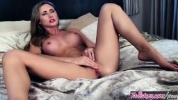La jolie britannique Sammi Tye se met nue pour une masturbation - Vidéo porno hd - #07