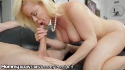Il se fait pomper sa grosse bite par la blonde latine Nikki Delano - Vidéo porno hd