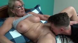 Une histoire de sexe avec une maman canadienne - Vidéo porno hd
