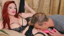La canadienne en lingerie sexy Shanda Fay se fait brouter la chatte - Vidéo porno hd