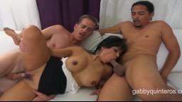 La nympho mexicaine Gabby Quinteros se fait baiser par 2 étalons - Vidéo porno hd