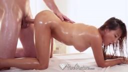 Un massage et une pénétration avec une grosse bite pour l'asiatique à gros seins Tiffany Rain - Vidéo porno hd - #09
