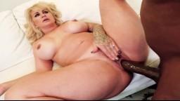 Une gigantesque bite noire vient fendre la moule de la milf Ryan Conner - Vidéo porno hd