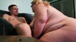 Sexe anal en couple avec une grosse blonde amatrice - Vidéo porno hd