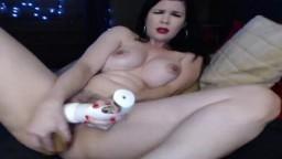 Une cyber australienne chevauche un gode à la webcam - Vidéo porno hd