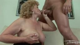 L'horrible grand-mère Effie se fait culbuter par un homme plus jeune - Vidéo x hd
