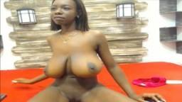 Une black à la webcam avec une énorme paire de seins naturels et un cul rebondi - Vidéo x hd