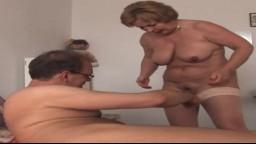 Sexe avec une grand-mère allemande à gros seins - Film x hd