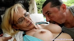 La grand-mère Nina Hartley se fait marteler le cul - Vidéo porno hd