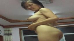 Cette chinoise à gros seins réalise une danse improvisée après le sexe - Vidéo porno hd