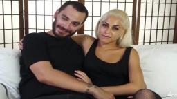 La blonde italienne Clara baise avec deux mecs - Vidéo porno hd