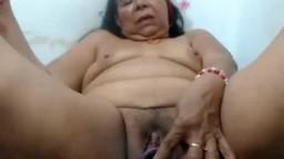 La masturbation avec un gode d'une grand-mère latine - Vidéo porno hd