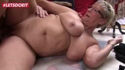 Une grand-mère et une milf allemande abusent d'un homme - Vidéo porno hd