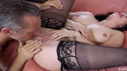 La roumaine Lea Lexus se fait prendre par un autre homme devant son mari