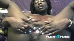 Une amatrice black à la webcam se masturbe les deux trous - Vidéo porno hd