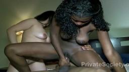 Trio interracial avec une africaine qui a une bonne paire de nichons