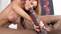 Janet Mason n'oubliera jamais cette bite noire géante - Vidéo porno hd
