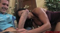 La milf Jewel Jade n'a jamais vu une bite aussi grosse - Vidéo porno hd