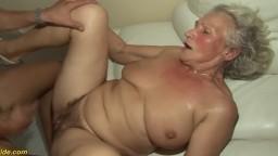 Un jeune fait jouir une grand-mère allemande