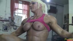 Une bodybuildeuse britannique se fait bouffer et baiser la chatte dans la salle de musculation