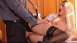 Jessie Volt, la comptable coquine sodomisée par son patron sur le bureau