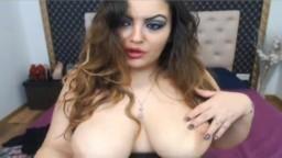 Show à la webcam d'une musulmane avec des gros seins