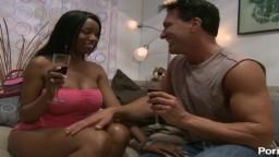 Marcos invite la black Codi Bryant pour un moment coquin