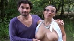 Tara milf française à gros seins baisée en forêt