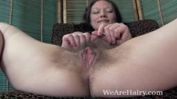 Cara Banx montre son corps sexy et poilu