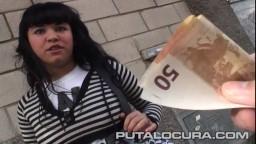 Pour 100 euros cette espagnole accepte de baiser avec un inconnu